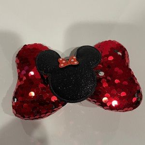 Sequin color red girl bow with carácter design